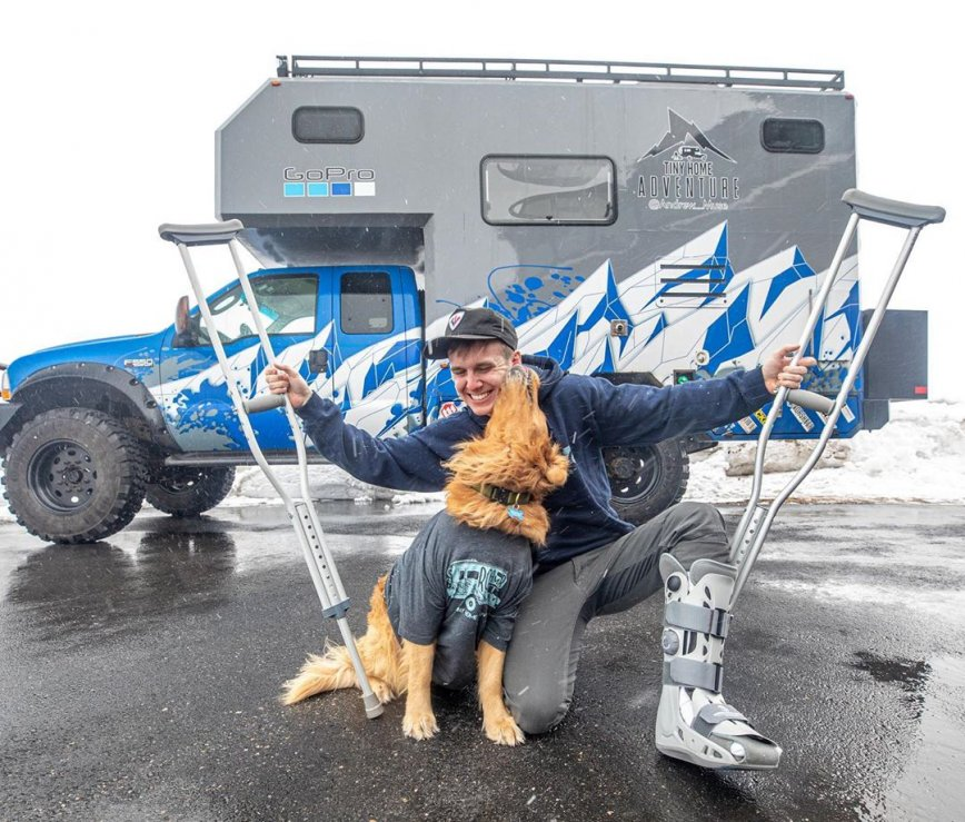 """Man and His Dog Set Out on a """"Tiny Home Adventure"""""""